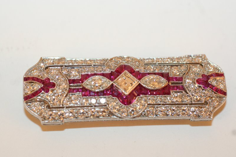 285A:  ART DECO DIAMOND & RUBY PIN SET IN PLATINUM