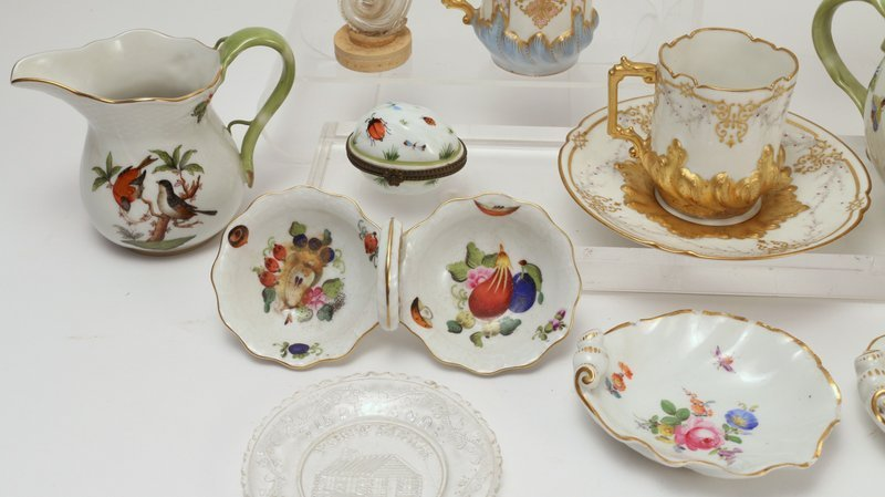 12 PCS. PORCELAIN & GLASS, including 2 small - 5