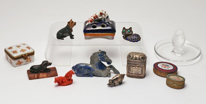12 PCS. OBJET D'ART, including coral dog group,
