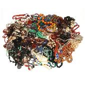 A LARGE LOT OF STONE & BEADWORK NECKLACES