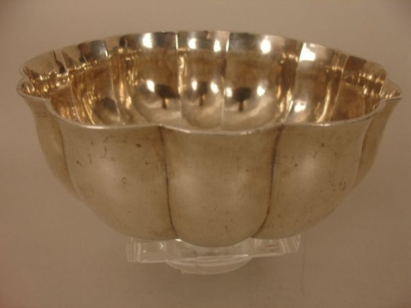 712:   E. 18C. SILVER FOOTED & PANELED BOWL W/BREAK, 15