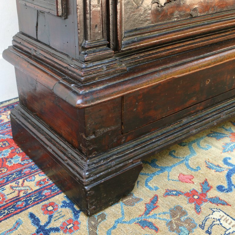 BAROQUE WALNUT VENEERED SMALL CHEST - 7