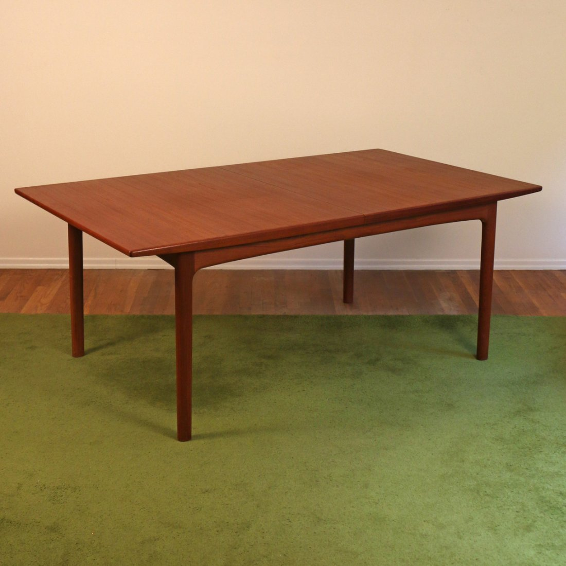 DUX EXTENSION DINING TABLE