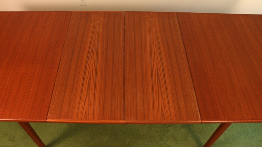 DUX EXTENSION DINING TABLE - 6