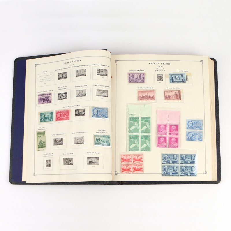 (5pc) INTERNATIONAL POSTAGE STAMP ALBUMS - 7