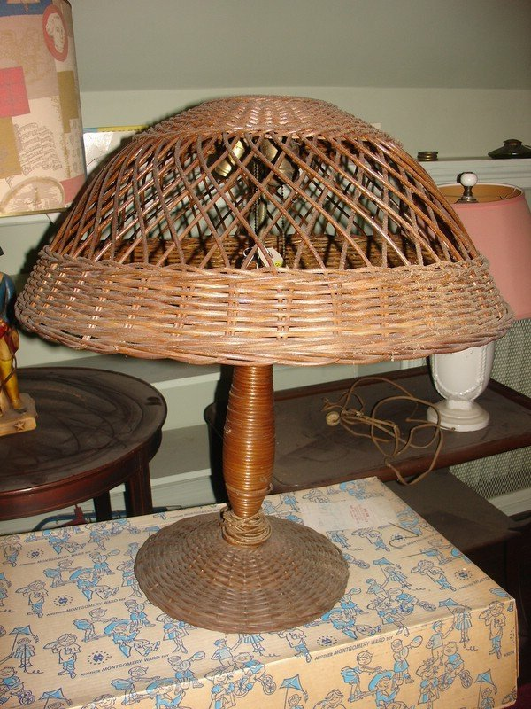 "18: RATTAN TABLE LAMP, DIA. OF SHADE 24"", OVERALL H.2"