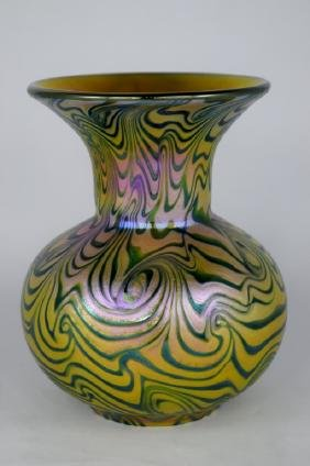 LUNDBERG STUDIOS IRIDESCENT ART GLASS VASE