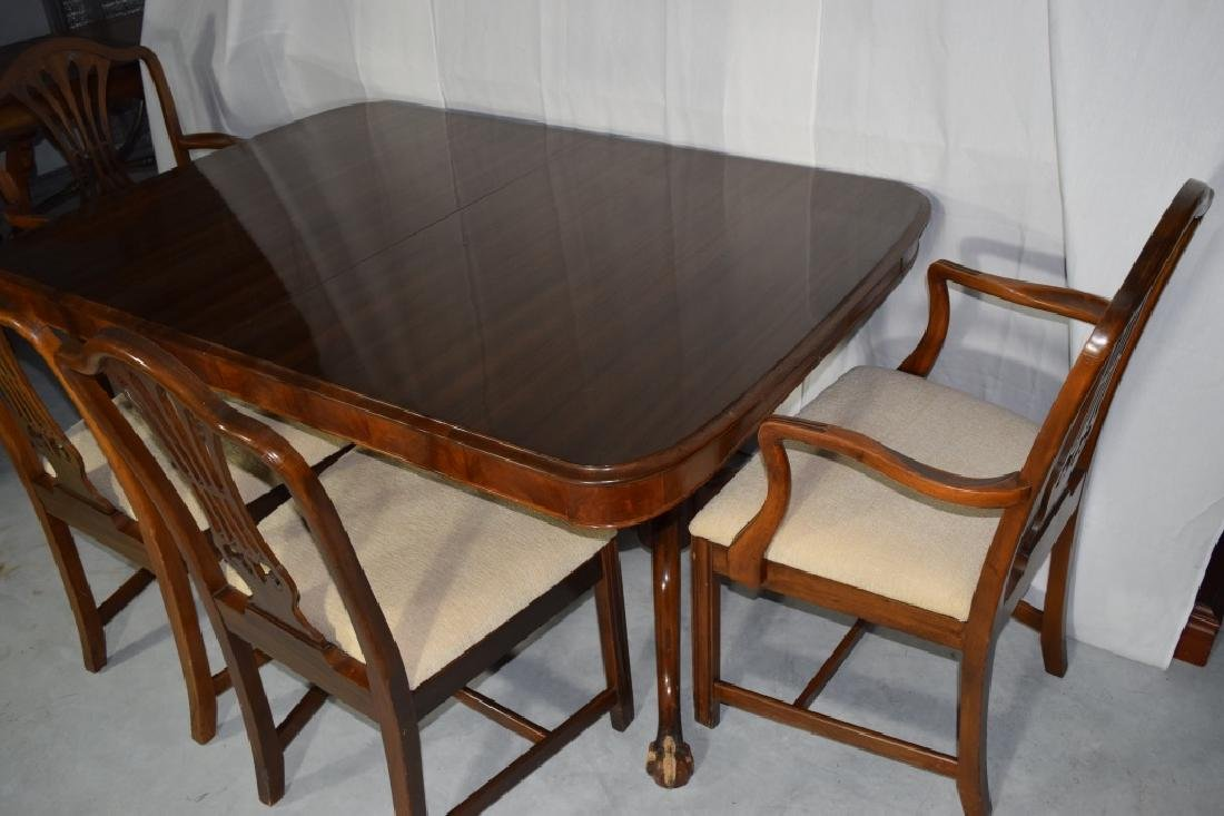 BERKEY AND GAY DINING ROOM SET TABLE & CHAIRS - 5