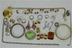 LOT OF VINTAGE COSTUME FASHION JEWELRY