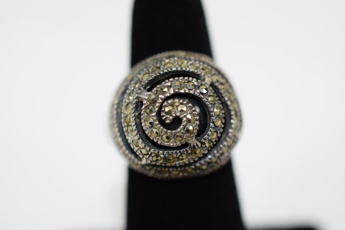 STERLING SILVER & MARCASITE DOME ONYX RING - 10