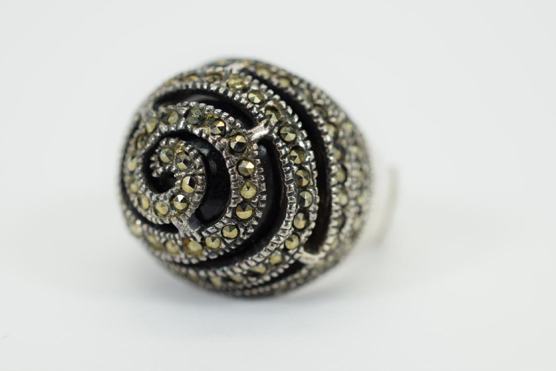 STERLING SILVER & MARCASITE DOME ONYX RING - 7