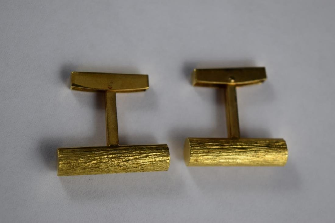 ELEGANT 18K GOLD TEXTURED BAR CUFFLINKS