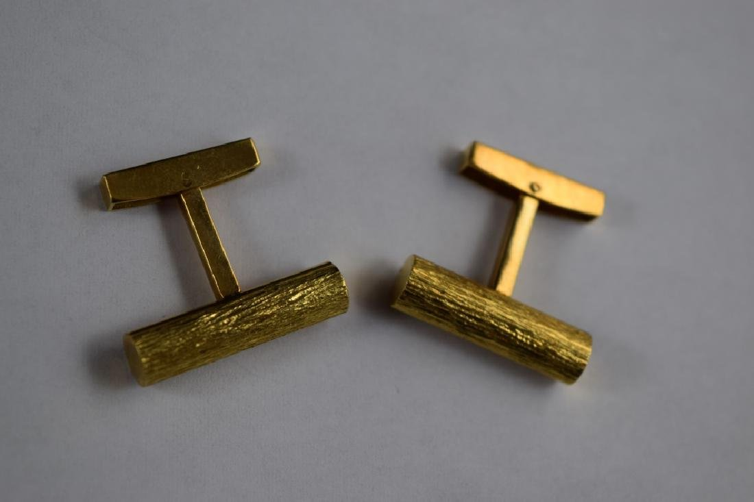 ELEGANT 18K GOLD TEXTURED BAR CUFFLINKS - 2