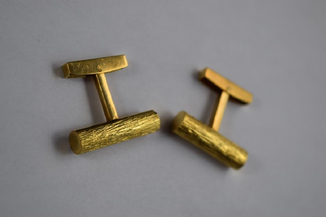 ELEGANT 18K GOLD TEXTURED BAR CUFFLINKS - 3