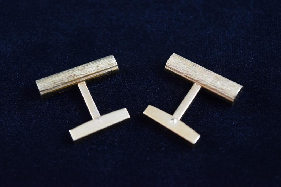 ELEGANT 18K GOLD TEXTURED BAR CUFFLINKS - 7