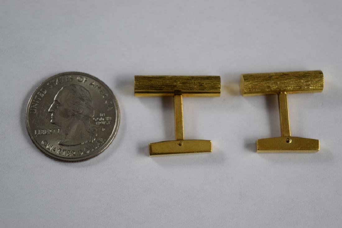 ELEGANT 18K GOLD TEXTURED BAR CUFFLINKS - 8