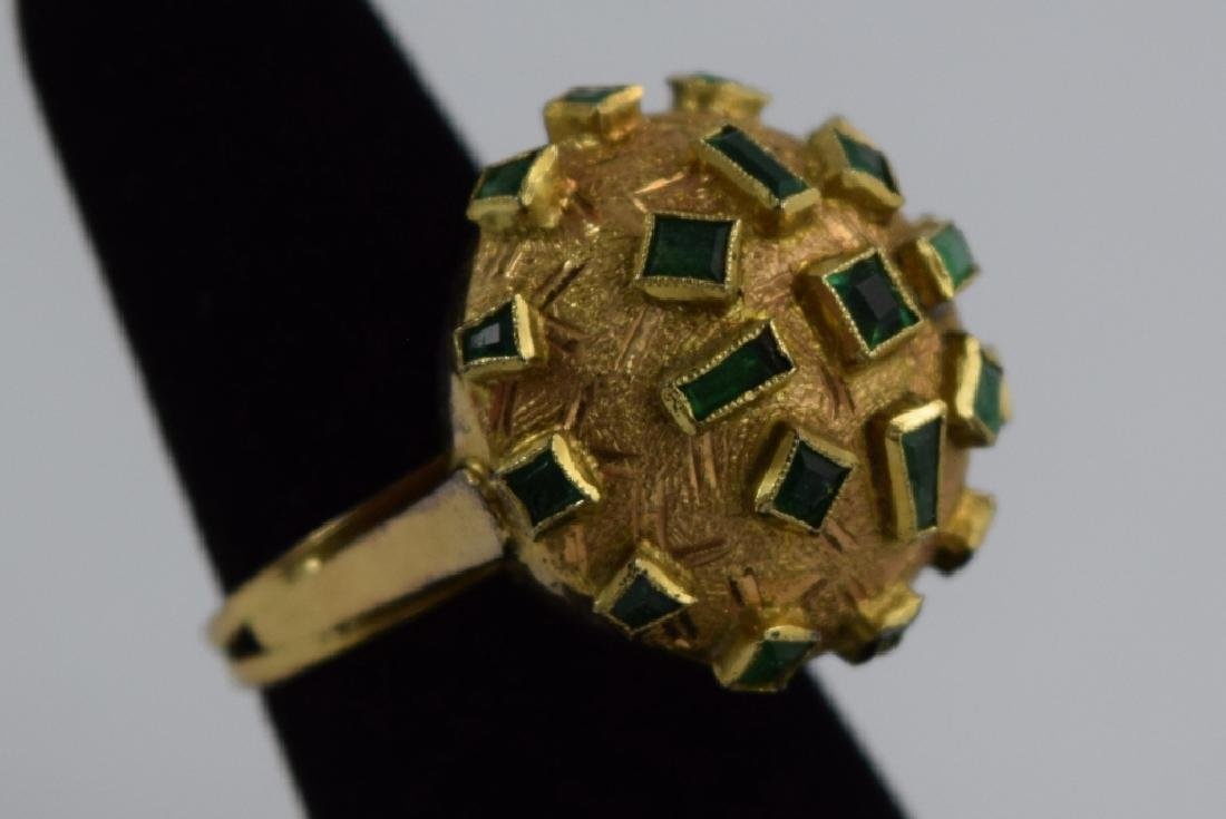 18K GOLD EMERALD BULBOUS EMERALD COCKTAIL RING - 10