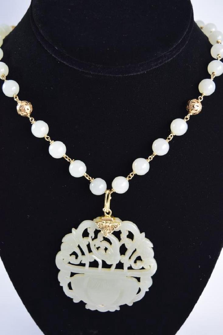 14K GOLD WHITE JADE BEADED NECKLACE & PENDANT