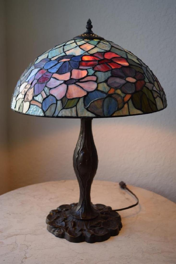 TIFFANY STYLE STAINED LEADED GLASS FLORAL LAMP