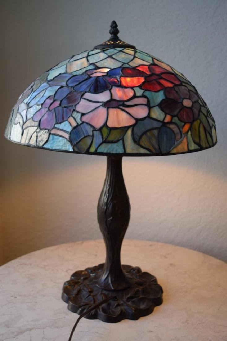 TIFFANY STYLE STAINED LEADED GLASS FLORAL LAMP - 3