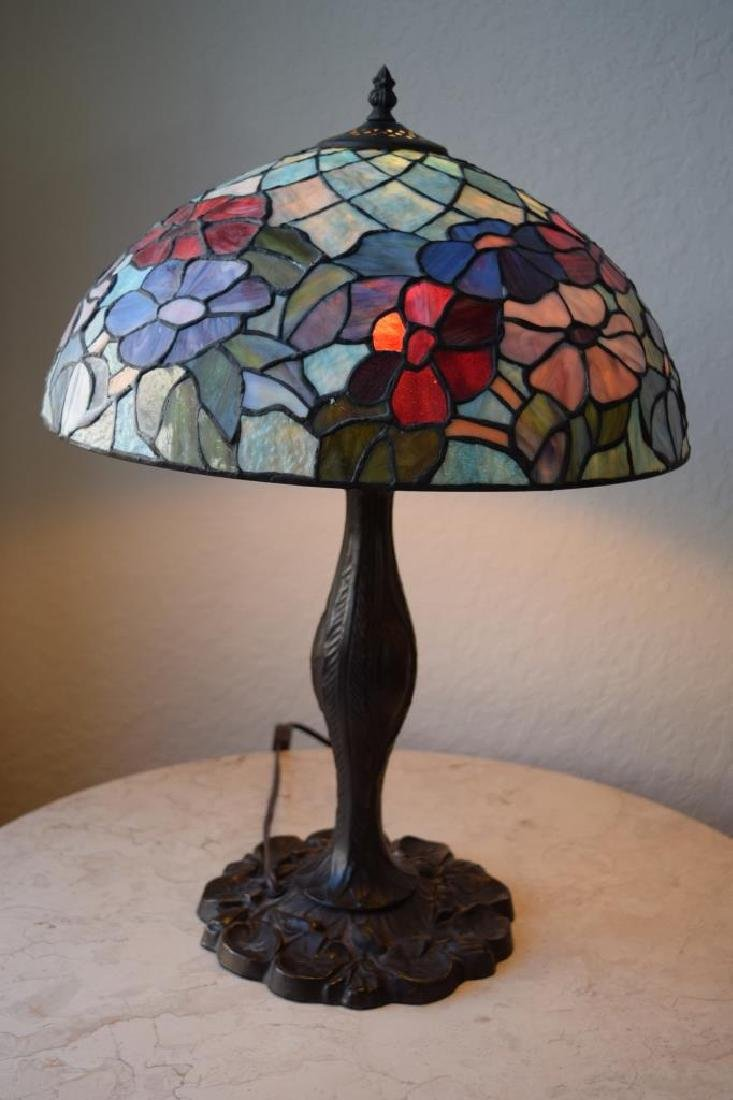 TIFFANY STYLE STAINED LEADED GLASS FLORAL LAMP - 4