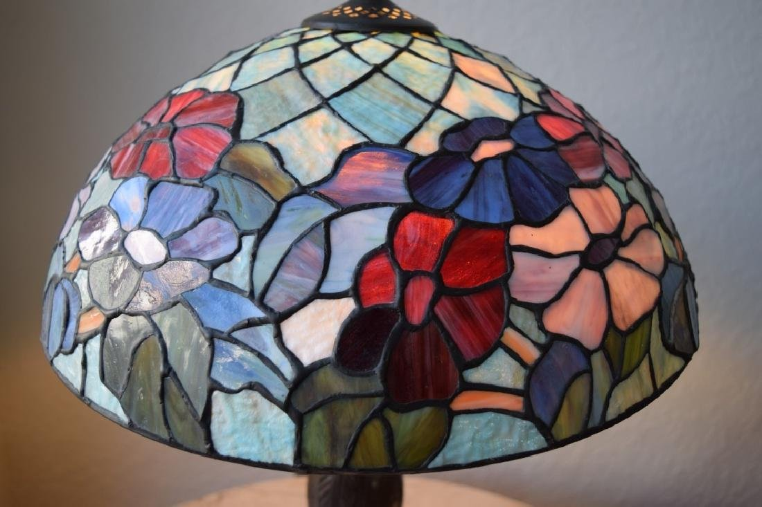 TIFFANY STYLE STAINED LEADED GLASS FLORAL LAMP - 7