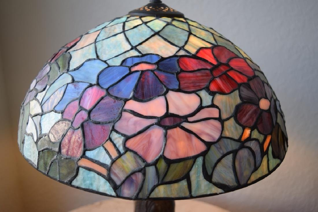 TIFFANY STYLE STAINED LEADED GLASS FLORAL LAMP - 8