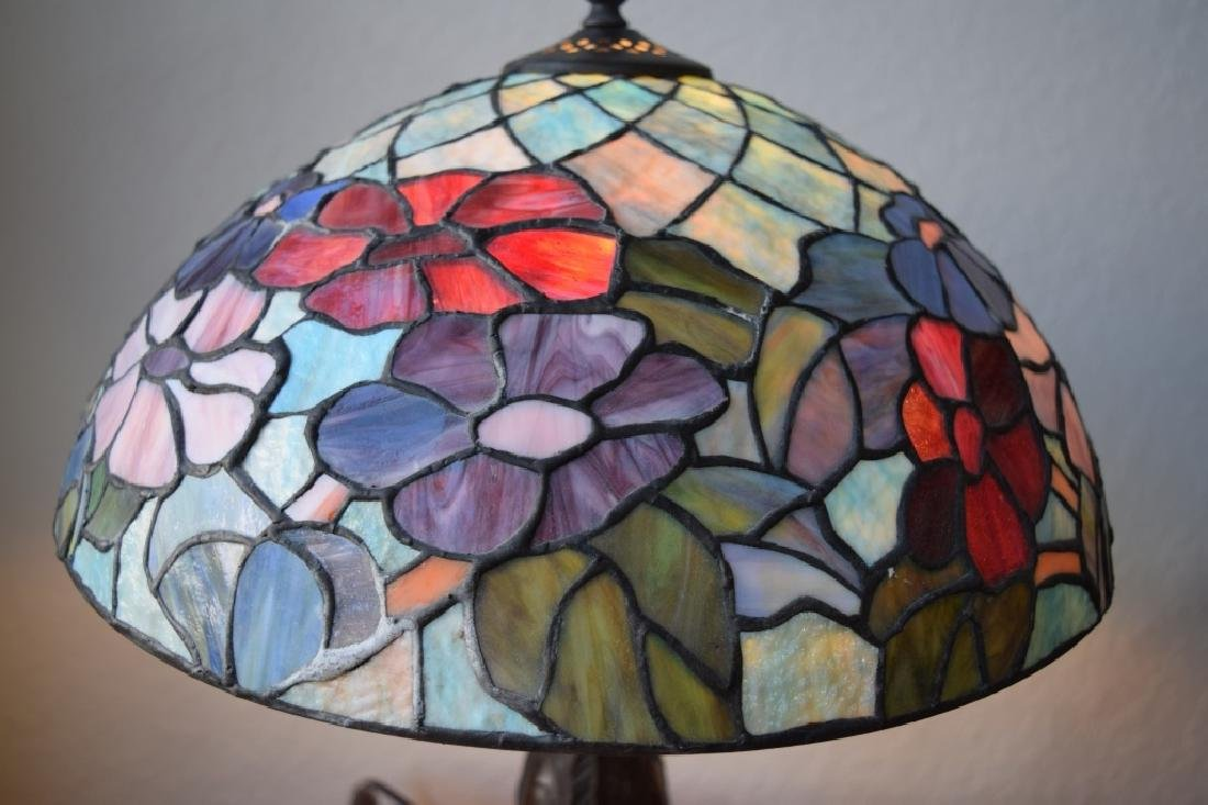 TIFFANY STYLE STAINED LEADED GLASS FLORAL LAMP - 9