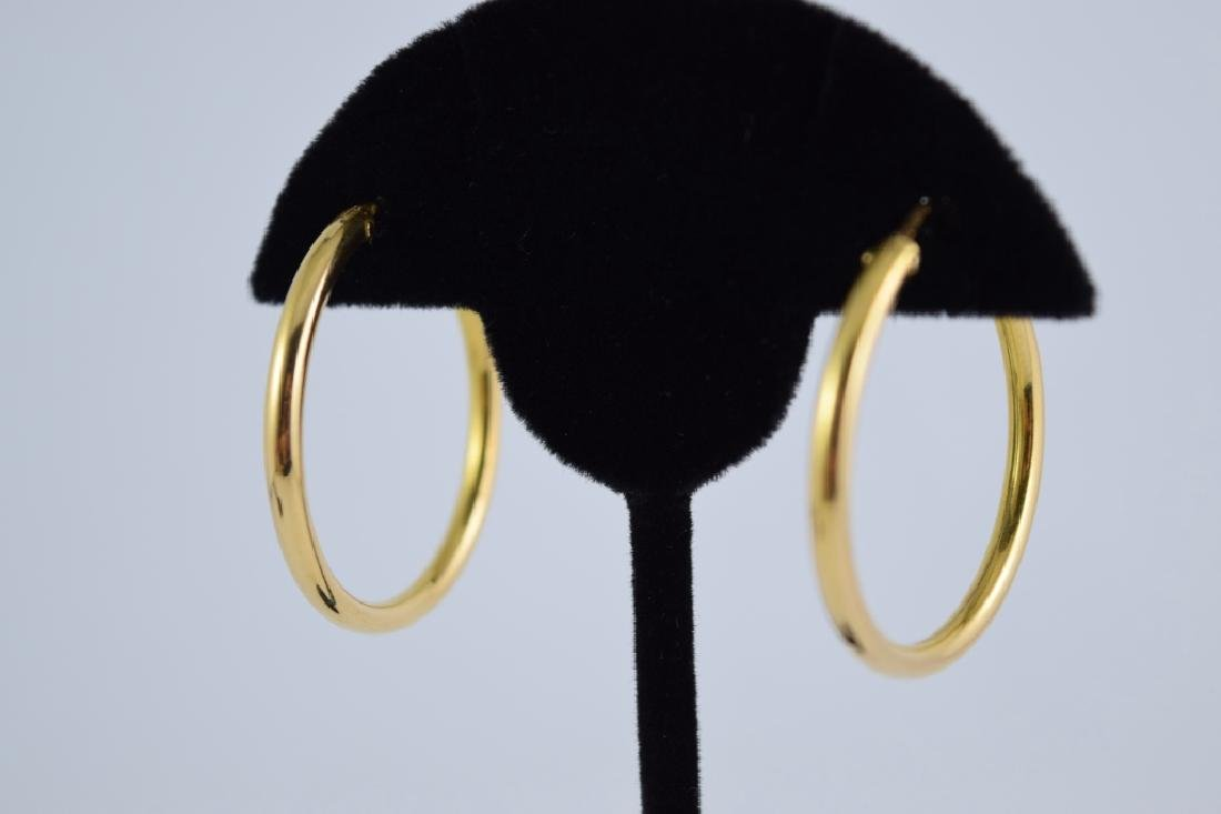 SIMPLE YET ELEGANT PAIR OF 18K GOLD HOOP EARRINGS