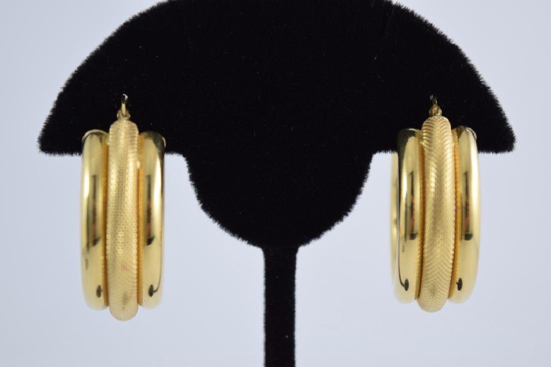 18K GOLD UNOAERRE TRIPLE HOOP EARRINGS