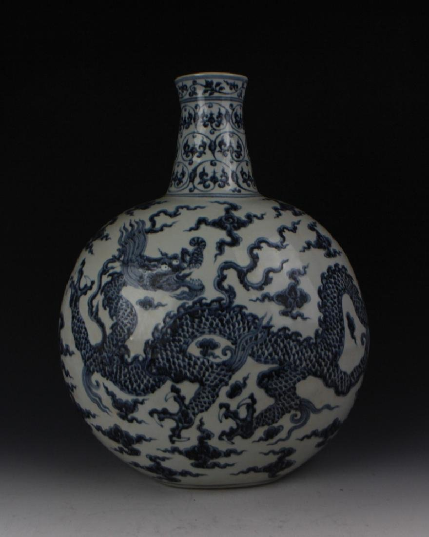 CHINESE PORCELAIN BLUE AND WHITE DRAGON FLATTEN VASE - 4