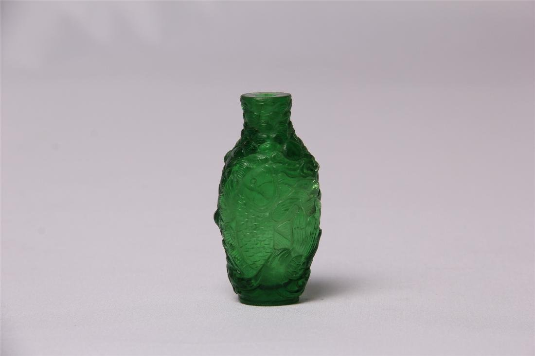 CHINESE GREEN GLASS CRAVED SNUFF BOTTLE