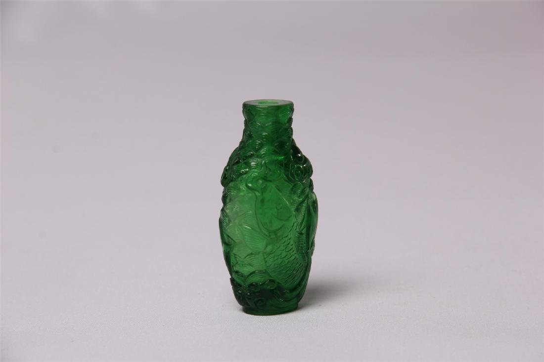 CHINESE GREEN GLASS CRAVED SNUFF BOTTLE - 2