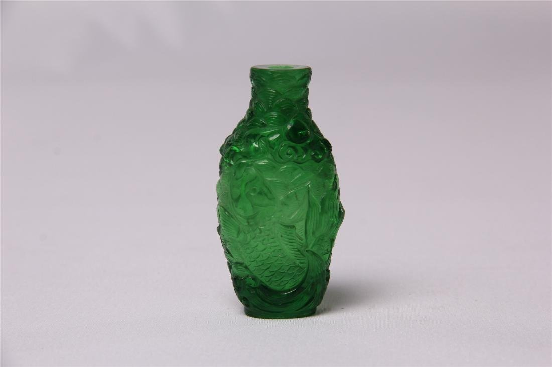 CHINESE GREEN GLASS CRAVED SNUFF BOTTLE - 3