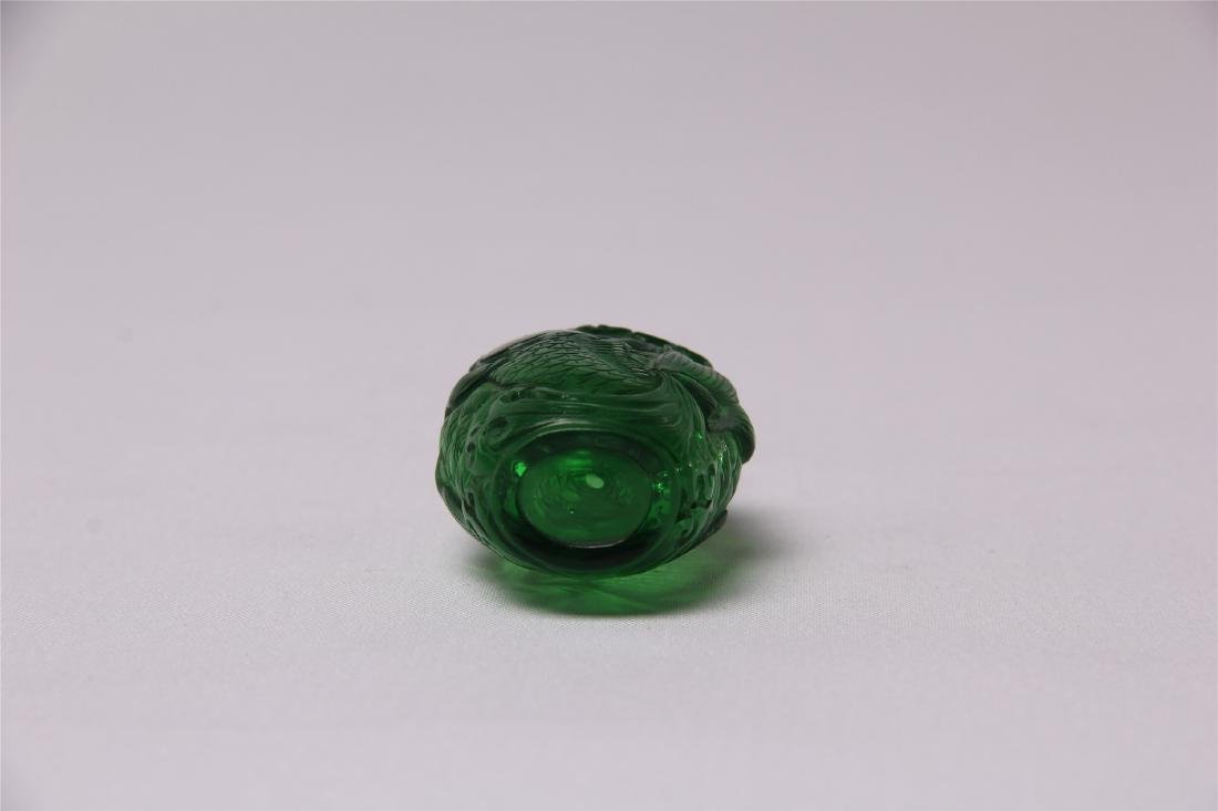 CHINESE GREEN GLASS CRAVED SNUFF BOTTLE - 4