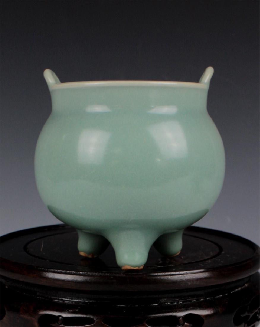 CHINESE PORCELAIN BLUE GLAZE ROUND CENSER