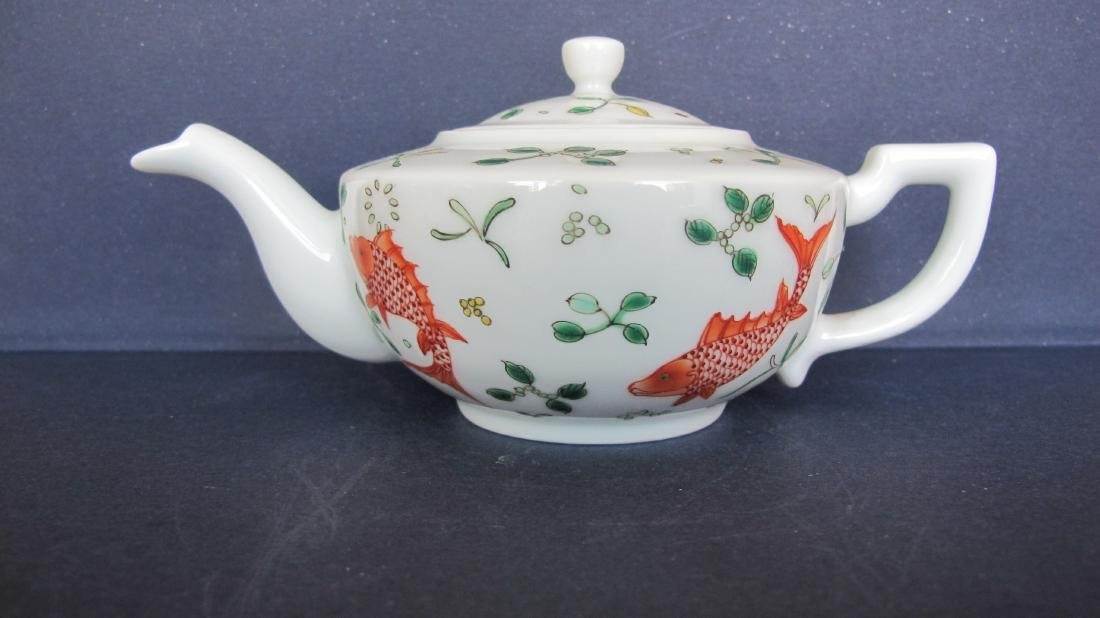 CHINESE PORCELAIN FAMILLE ROSE TEA POT