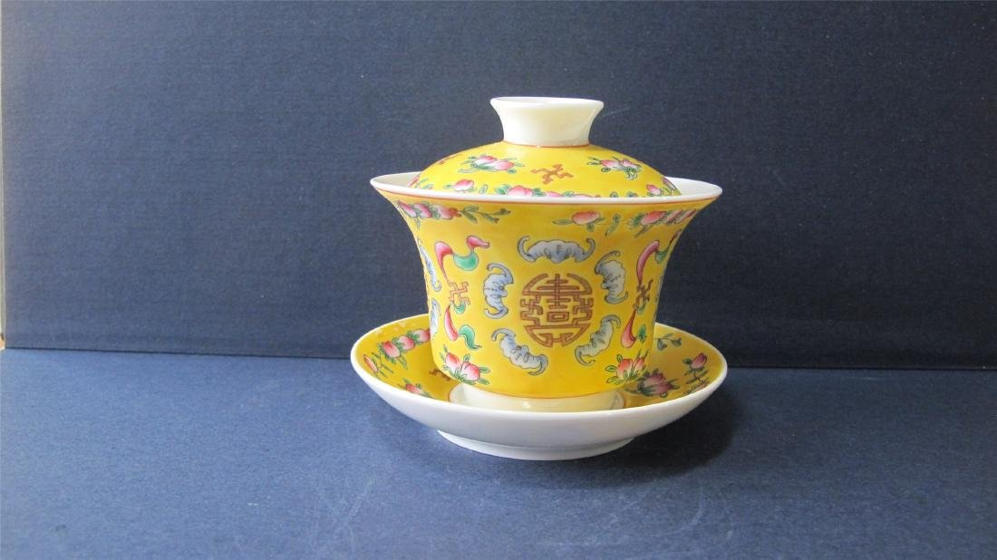 CHINESE PORCELAIN YELLOW GROUND FAMILLE ROSE LIDDED TEA - 2