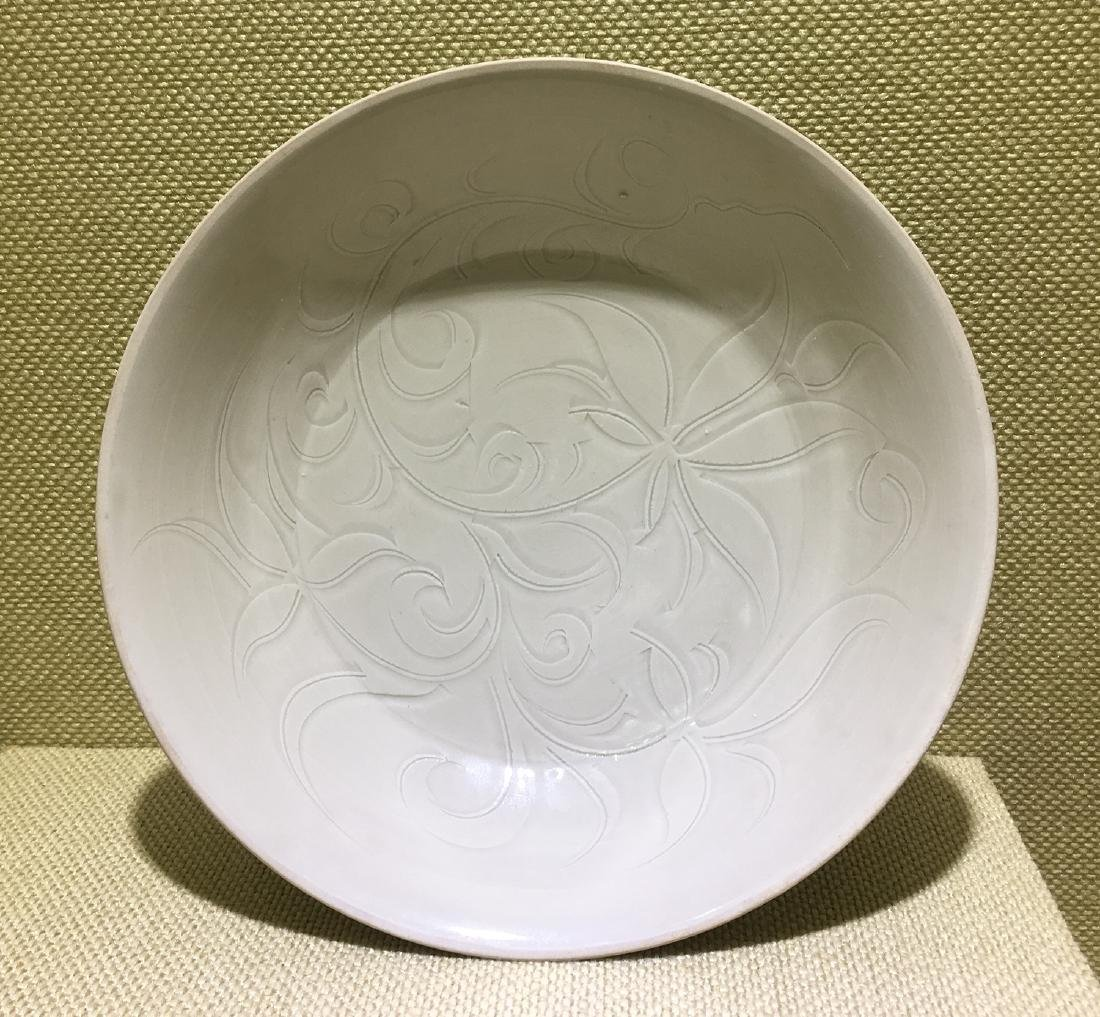 CHINESE PORCELAIN SONG DYNASTY DING KILN ENGRAVED