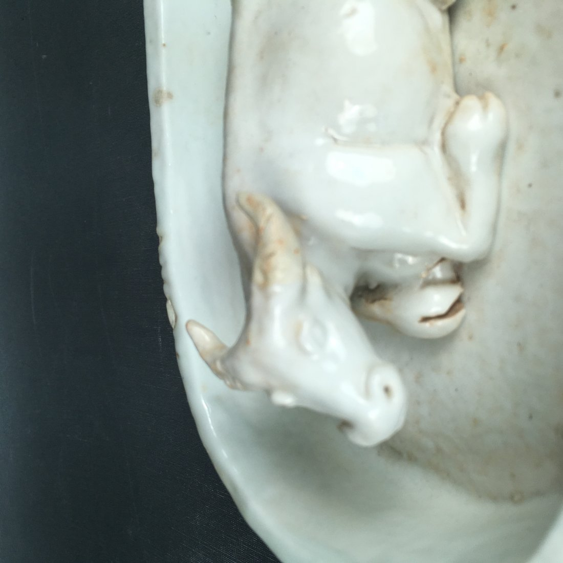 CHINESE WHITE GLAZE COUGHING BULL BRISH WASHER - 2