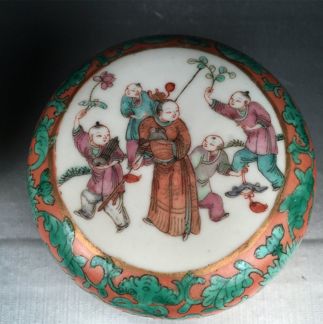 THREE CHINESE PORCELAIN FAMILLE ROSE BOXES - 2