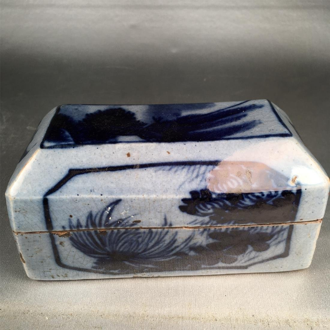 CHINESE PORCELAIN BLUE AND WHITE BOX - 2