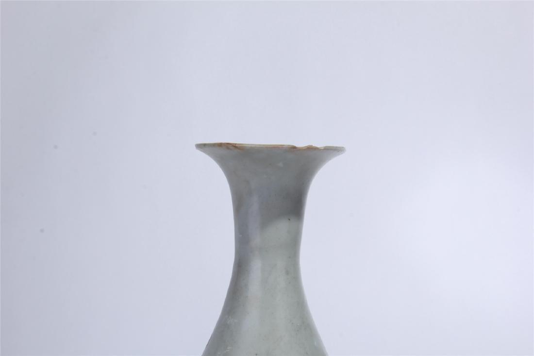 CHINESE PORCELAIN WHITE GLAZE RED PAINTED YUHUCHUN VASE - 2