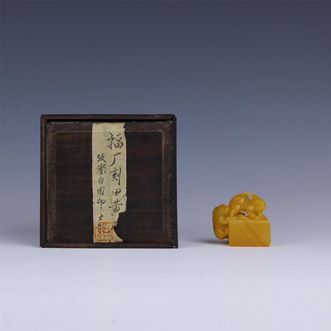 CHINESE TIANHUANG STONE SEAL WITH ROSEWOOD CASE