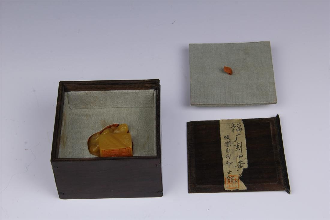 CHINESE TIANHUANG STONE SEAL WITH ROSEWOOD CASE - 8
