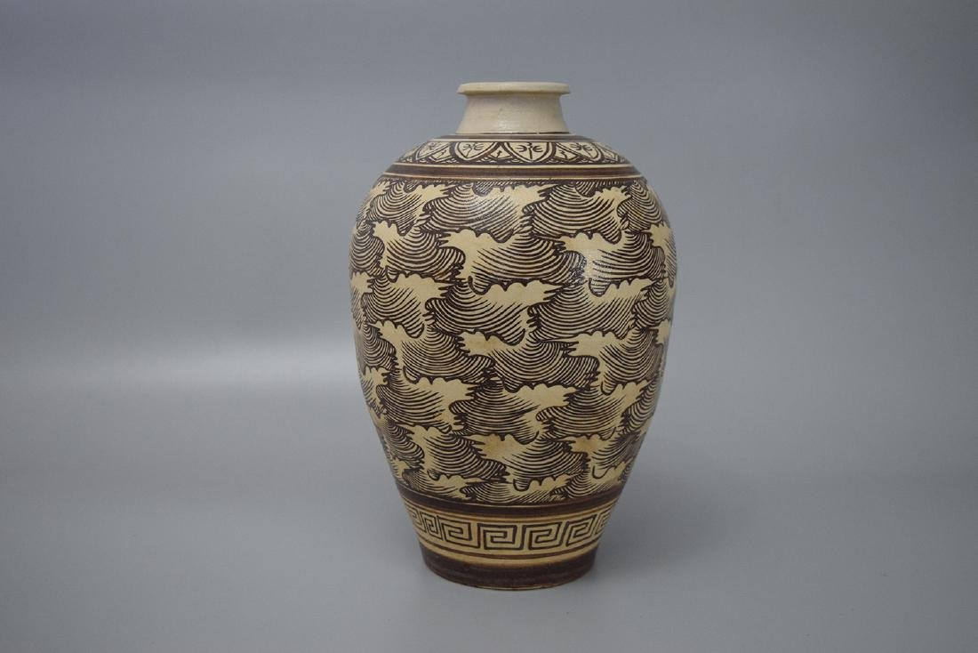 CHINESE PORCELAIN JIZHOU KILN MEIPING VASE SONG DYNASTY
