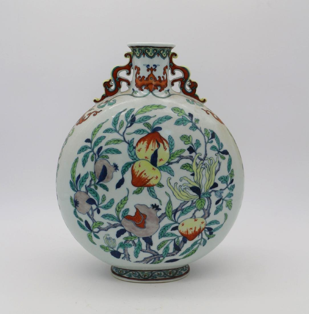 CHINESE PORCELAIN OF DOUCAI PEACH MOONFLASK VASE