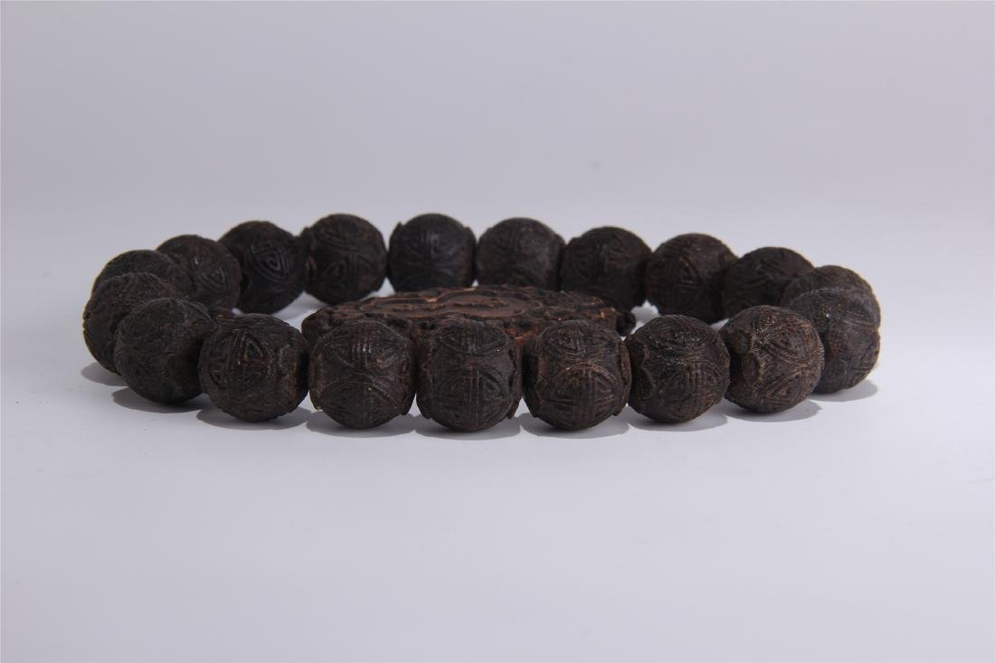 CHINESE AGALWOOD BEADS BRACELET WITH CASE - 5