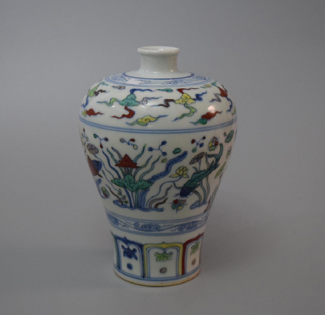 CHINESE PORCELAIN BLUE AND WHITE DOUCAI MEIPING VASE