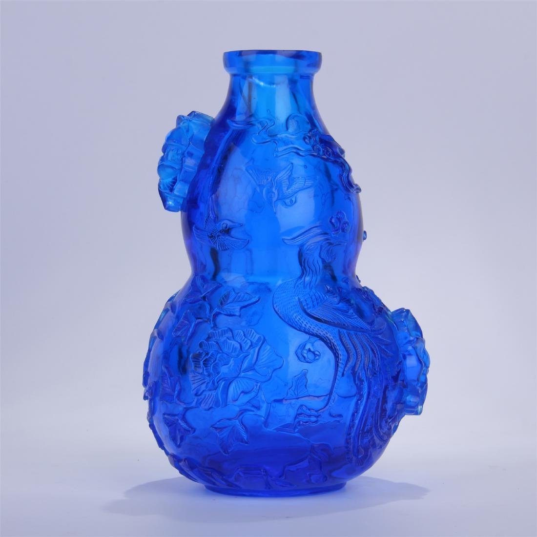 CHINESE BLUE PEKING GLASS CARVED SNUFF BOTTLE